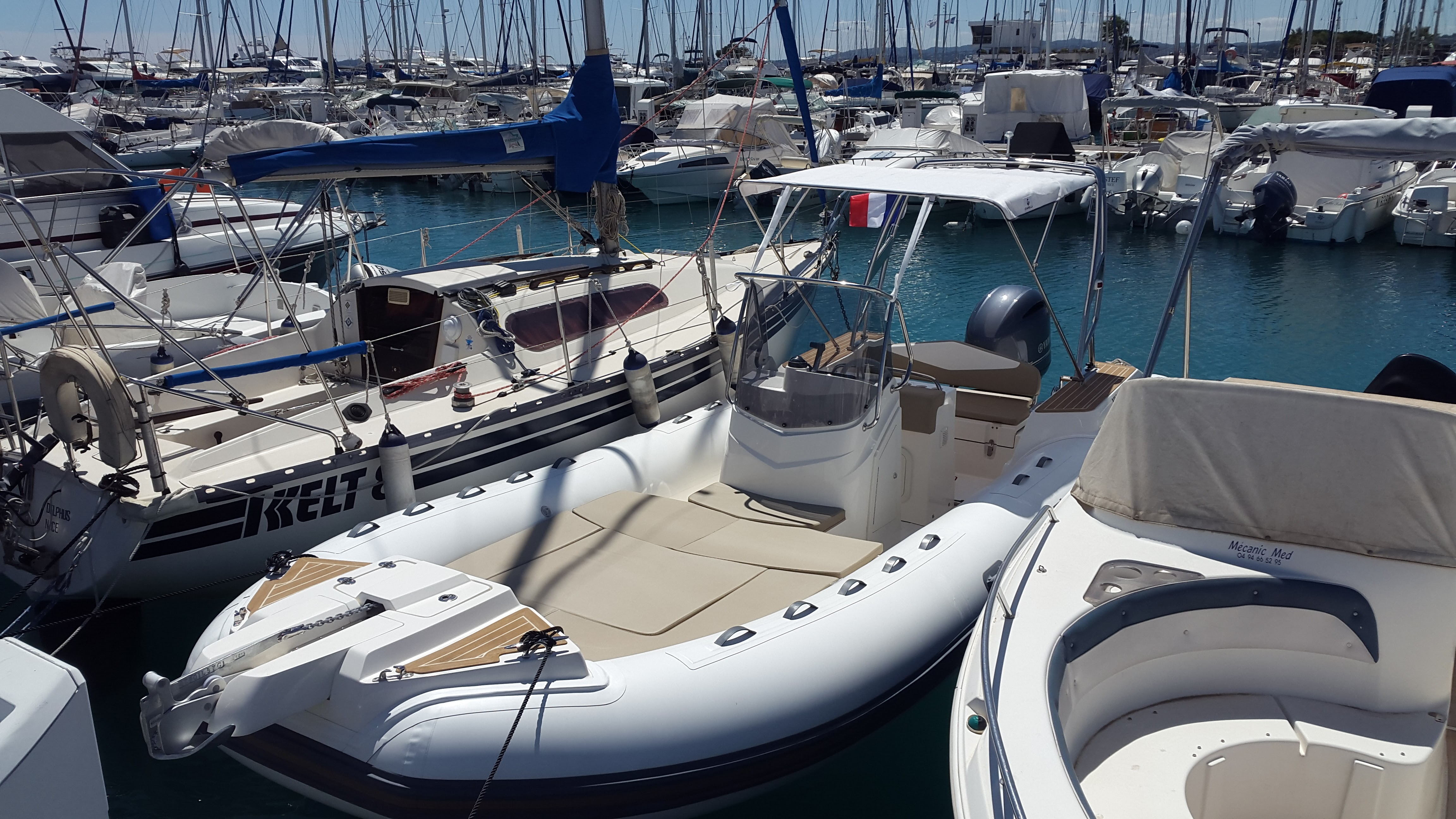 Location bateau Semi rigide Capelli Tempest 700 chez Cap Horizon à Saint Laurent du Var