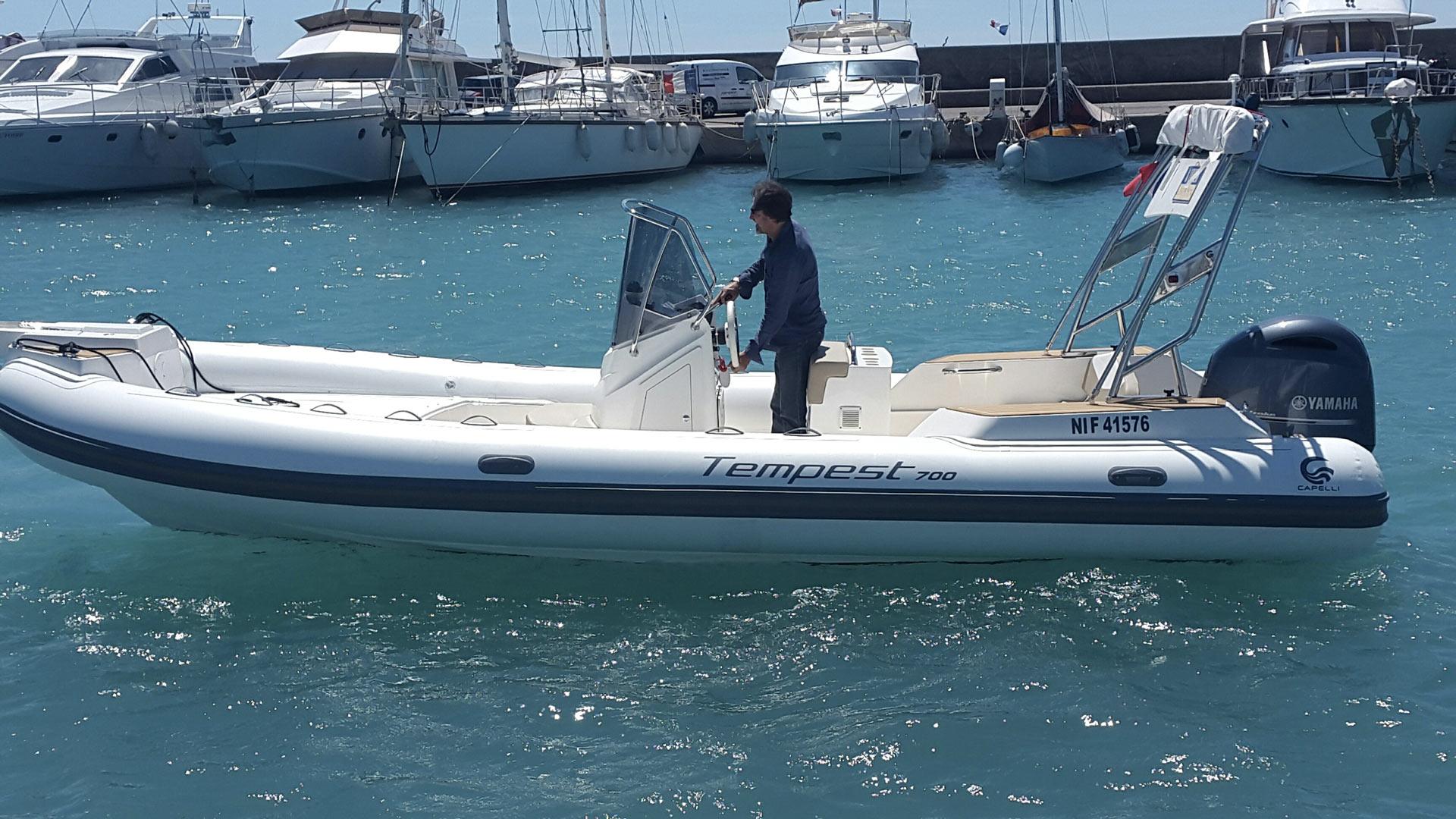bateau semi-rigide Capelli Tempest 700 location Saint Laurent du Var côte d'azur Saint Laurent du Var